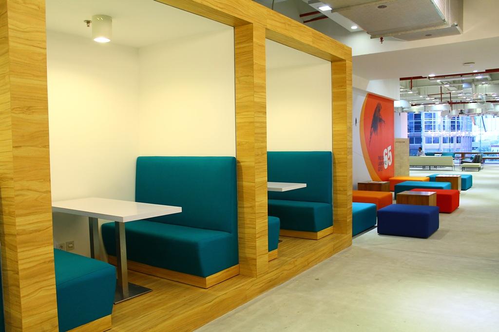 Tempat ini biasanya digunakan untuk menerima tamu ataupun pelajar yang ingin belajar bahasa inggris online.