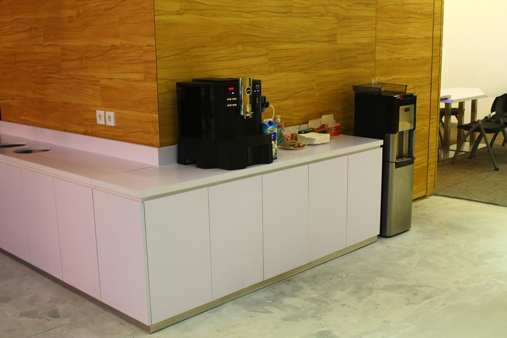 Bagi pelajar yang ingin membuat minuman, bisa menggunakan ruangan ini.