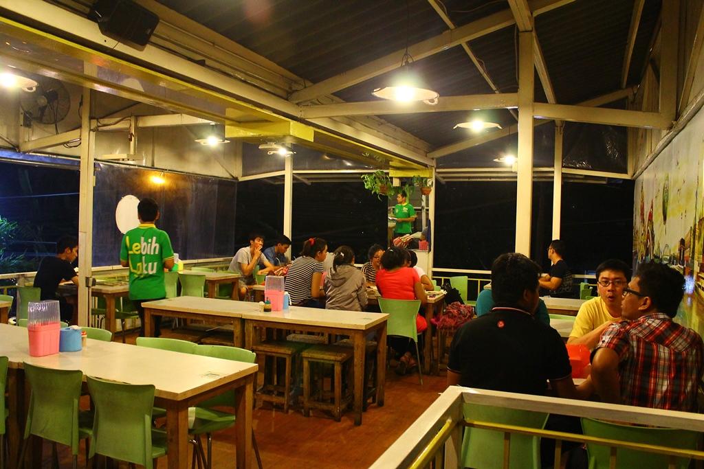 Suasana Lantai 2 Restoran Pecel Lele Lela Binus