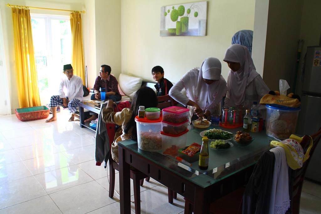 Keluarga berkumpul merayakan Idul Adha