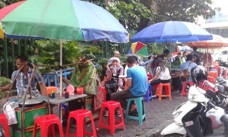 Markas Penjual Gultik di Bundaran Blok M Plaza